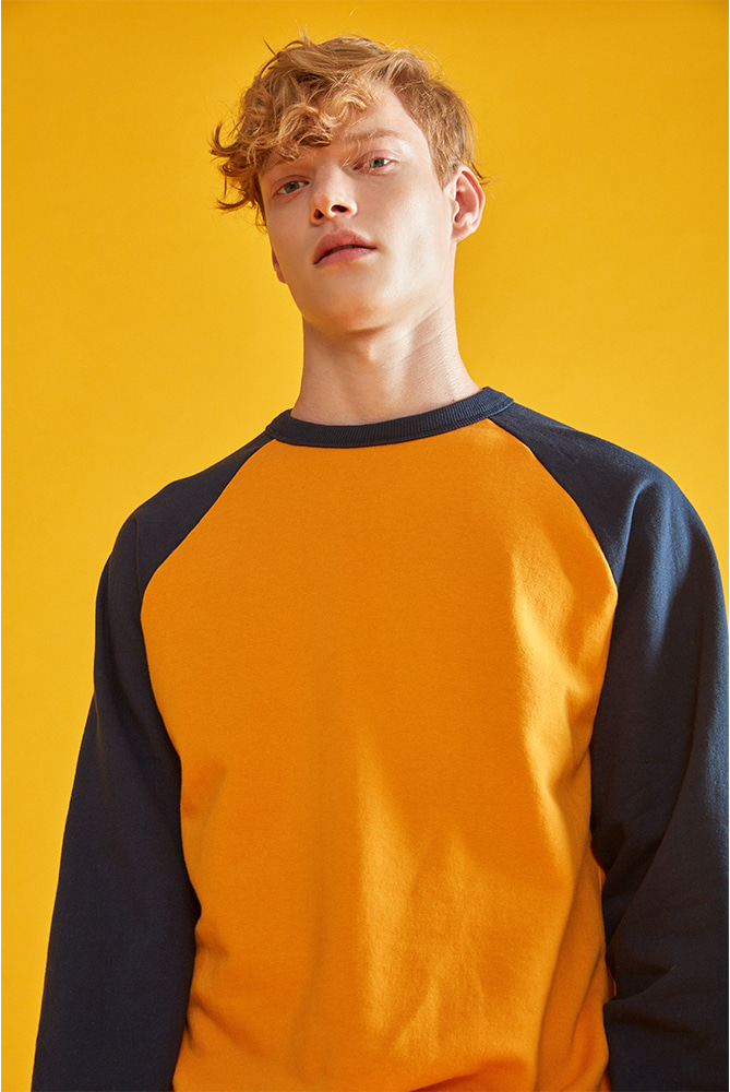 LOVE CITY WAPPEN RAGLAN SWEATSHIRT MUSTARD