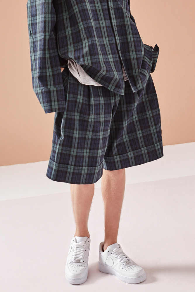 PLEATED CHECK SHORTS GREEN